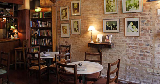 Chileans also seek out these literary corners as attractive places to meet, engage in social life and/or reflection