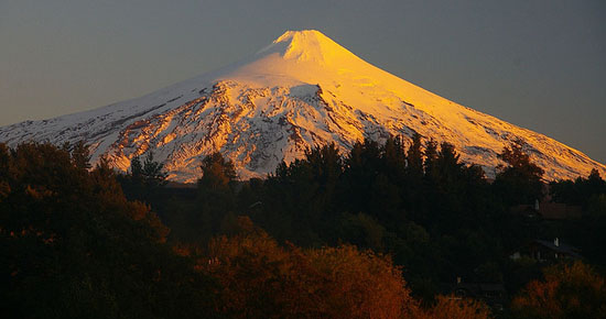 Chilean volcano among most famous - 54.9KB