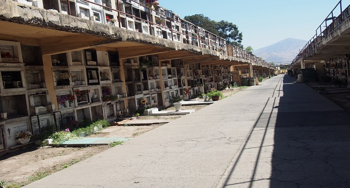 The alleyways dissecting Santiago's Cementerio General paint a vivid picture of Chile's past. Photo from Flickr / Ivan Carvell