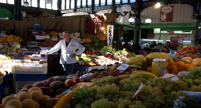 Fruit sales make up a large portion of profits made at Santiago's daily Mercado Central. Photo by Marco Valtas — Flickr.